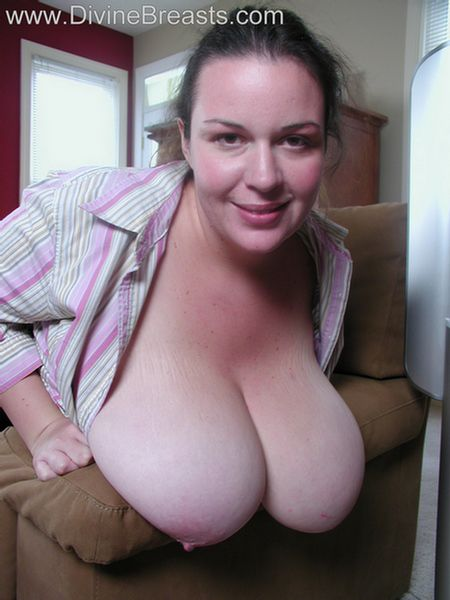 angelica-milf-big-tits-couch-15