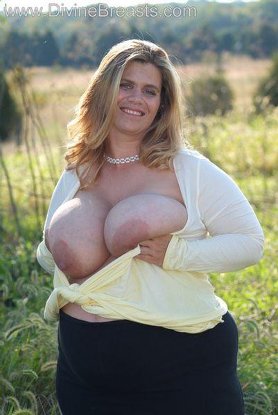 hayley-big-tits-pregnant-11