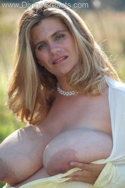 hayley-big-tits-pregnant-12