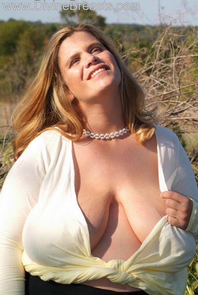 hayley-big-tits-pregnant-2