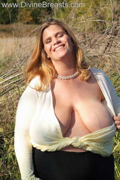 hayley-big-tits-pregnant-3