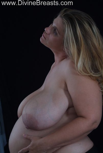 hayley-preggo-big-boobs-11