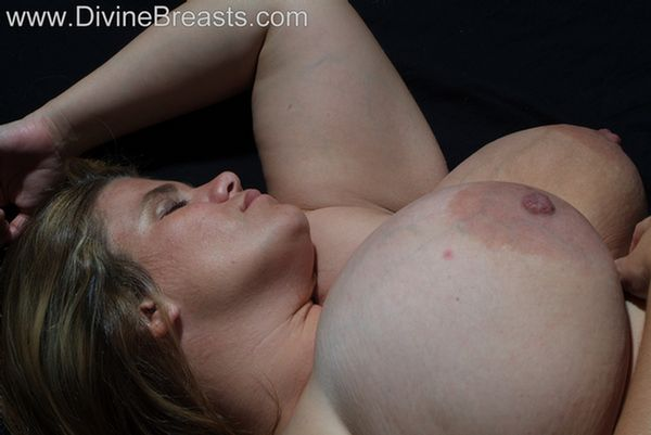 hayley-preggo-big-boobs-7