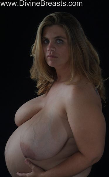 hayley-preggo-big-boobs-9