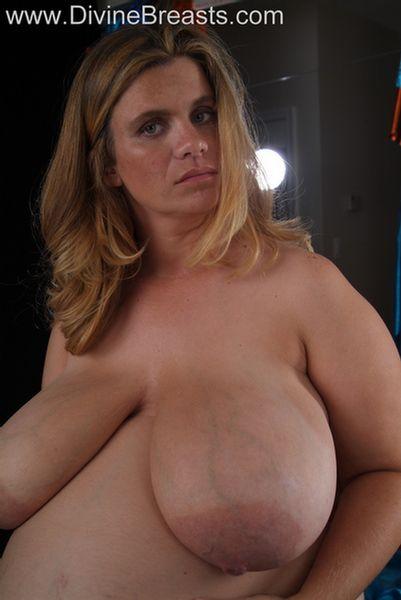hayley-pregnant-big-tits-10