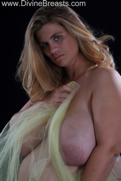 hayley-pregnant-big-tits-12