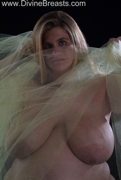 hayley-pregnant-big-tits-13