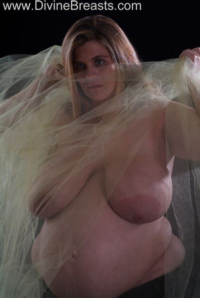 hayley-pregnant-big-tits-14