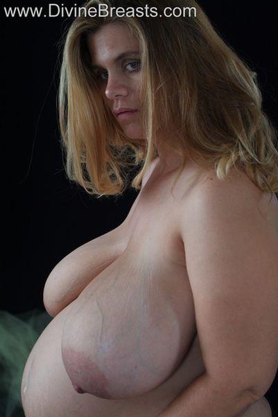 hayley-pregnant-big-tits-6