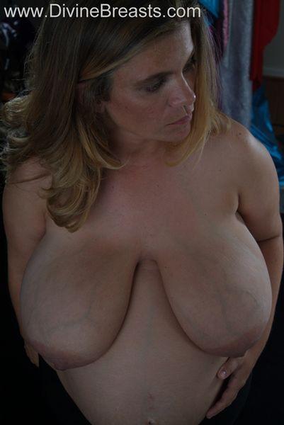 hayley-pregnant-big-tits-9