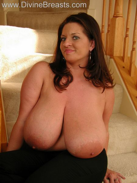 maria-moore-big-boobs-tight-top-11