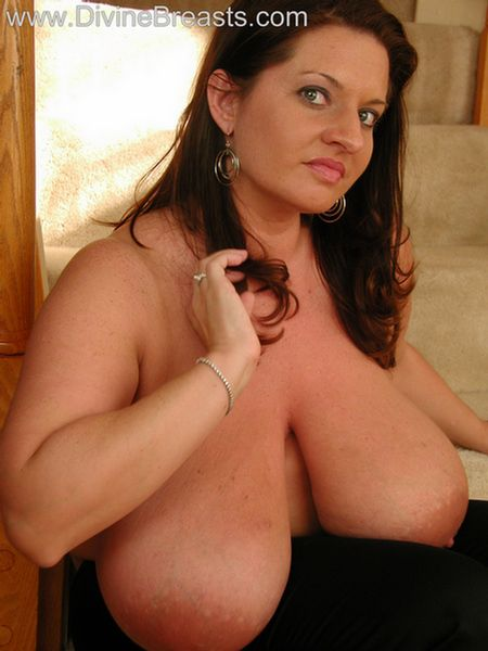 maria-moore-big-boobs-tight-top-12