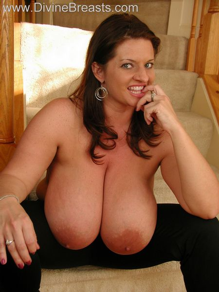 maria-moore-big-boobs-tight-top-14