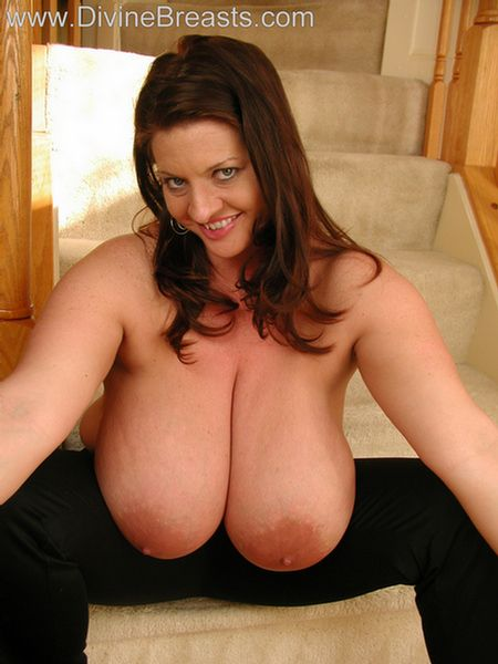 maria-moore-big-boobs-tight-top-15