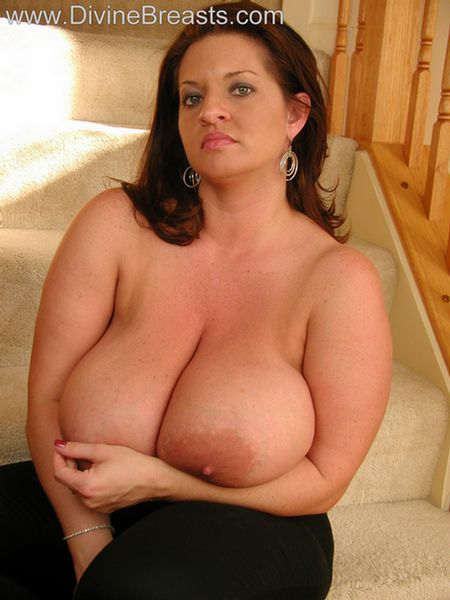 maria-moore-big-boobs-tight-top-8