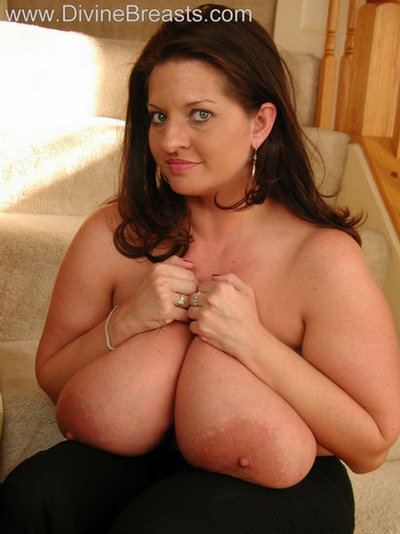 maria-moore-big-boobs-tight-top-9