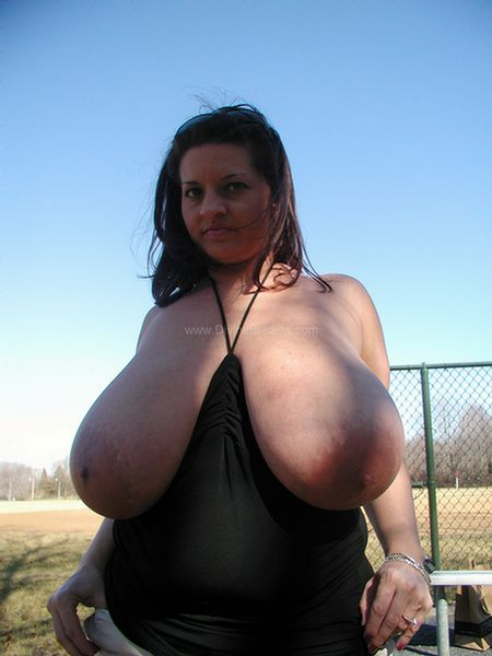 maria-moore-nudist-big-tits-flasher-11