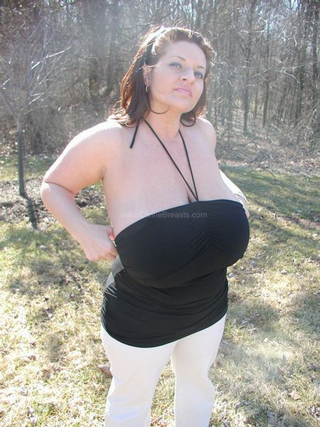 maria-moore-nudist-big-tits-flasher-2