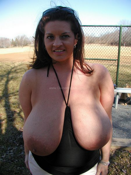 maria-moore-nudist-big-tits-flasher-9