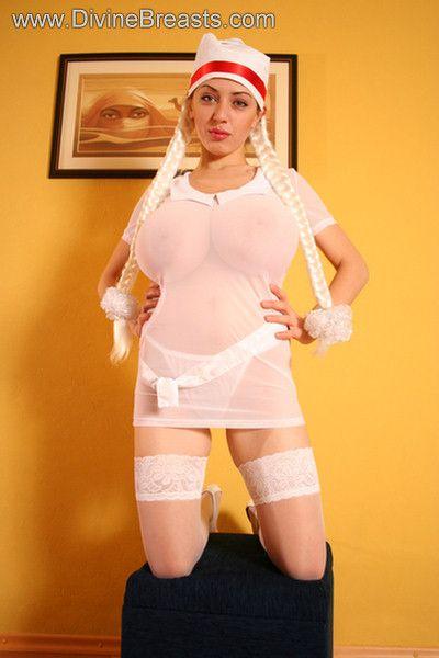 busty-anya-sakova-32g-2
