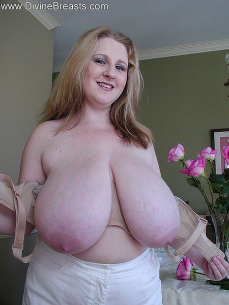 sapphire-bbw-big-boobs-undress-10