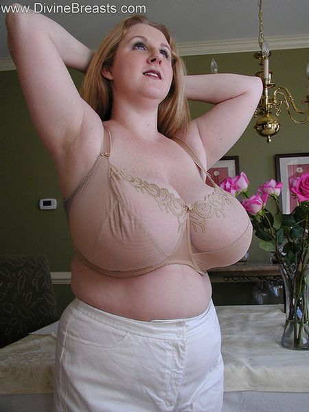 sapphire-bbw-big-boobs-undress-7